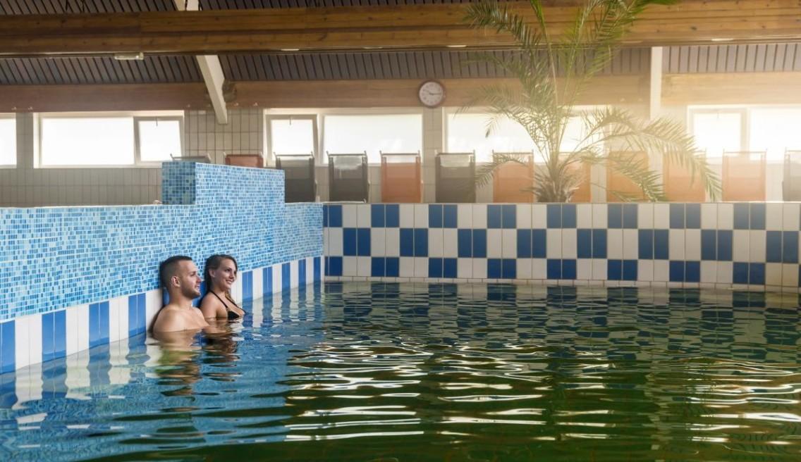 Lenti fürdő gyógyvizes medence
