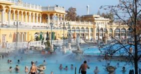 Nyári forgalom lesz a budapesti fürdőkben