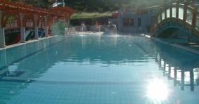 Időjárás: napozhat a kültéri medencékben