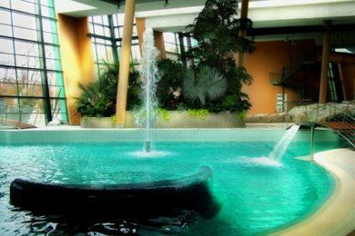 Kinyitott az esztergomi Aquasziget Élményfürdő