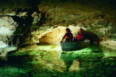 Új látogatóközpont a tavasbarlangban
