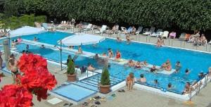 A Hotel Aquamarin kültéri medencéje.