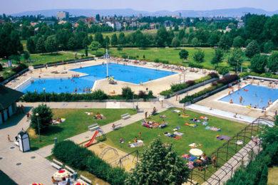 1989-es felvétel a Paskál Strandfürdő megnyitásáról