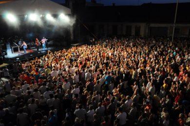 Augusztusi fesztivál a nyugati határnál