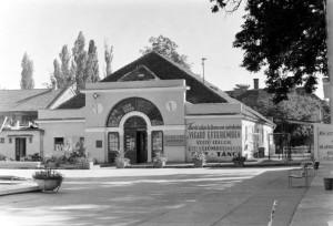 Nagyerdei Strandfürdő bejárata 1959-ben (Fotó: Fortepan)
