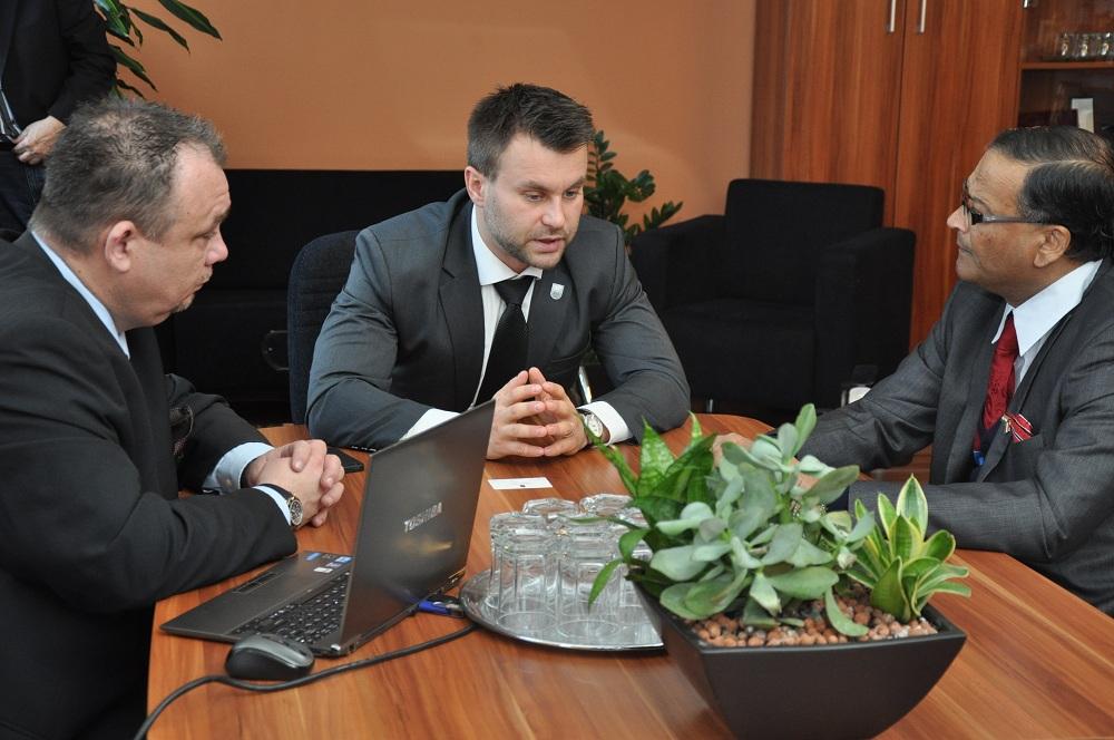 Papp Gábor polgármester, Kepli József János alpolgármester, Malay Mishra indiai nagykövet (Fotó: Hévíz.hu)