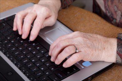 Gyógyfürdős pályázat: kifog a nyugdíjasokon az online jelentkezés