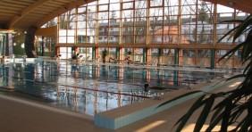 Barcs: kidőlhet a termálfürdő üvegfala