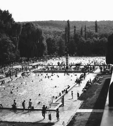 Miskolctapolca, strandfürdő 1966-ban (Fotó: Fortepan / Tóth Károly)
