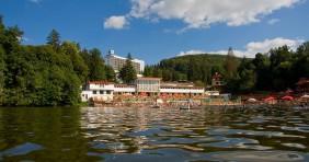 Gyógyászati és szállodai fejlesztés a Medve-tónál