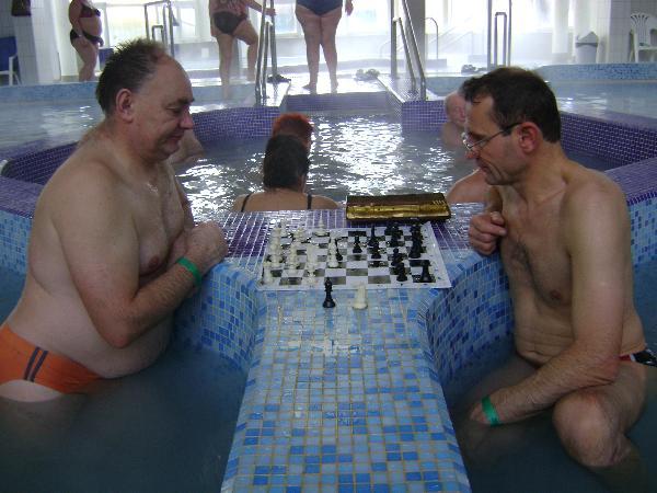 7 hely a világban, ahol fürödve sakkozhat