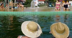 Fürdőbelépős pályázat nyugdíjasoknak: idén nem lesz