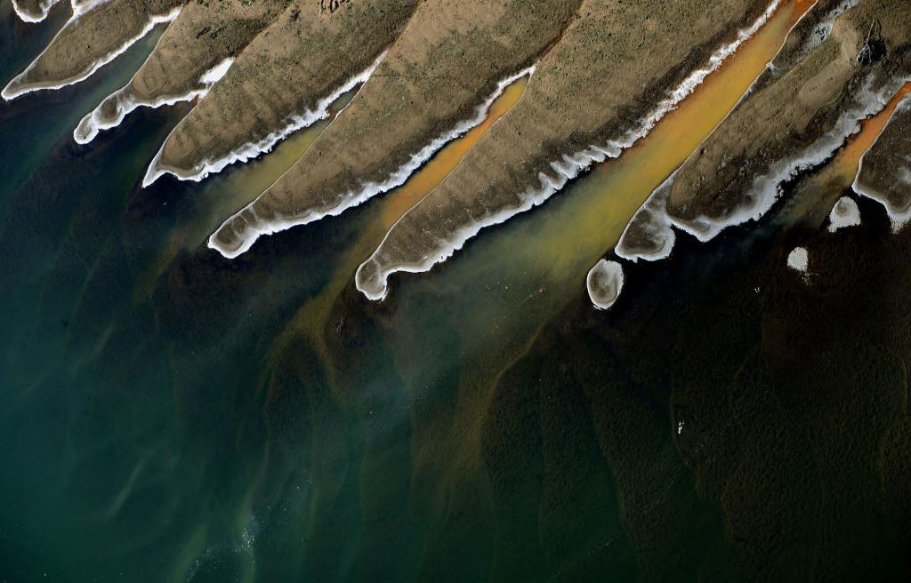 Aszály idején a Tisza vize a homokpadok között