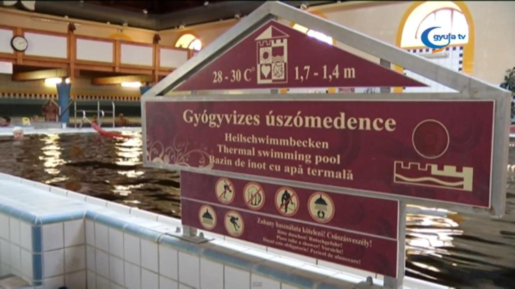 Gyógyvizes úszómedence Gyulán
