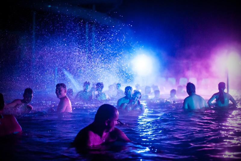 Aquaworld éjszakai fürdőzés