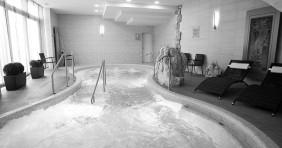 Fürdők akciói: Minimax naptól az olvasójegyes kedvezményig