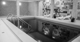Akciókkal nyit Csongrád megye új fürdője