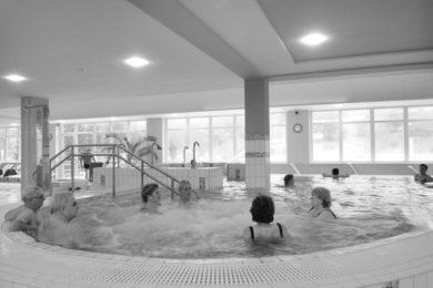 Termálfürdők: pálinkás éjszakai fürdőzés és 50 év feletti akció