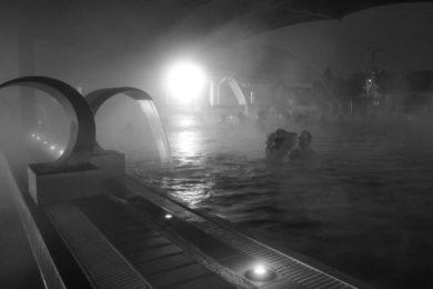 Éjszakai fürdőzések és szünidei programok