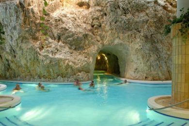 Dupla jubileum a Barlangfürdőben