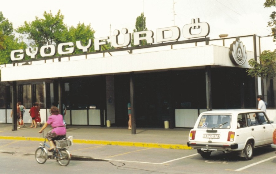 Hajdúszoboszló gyógyfürdő bejárat 1990