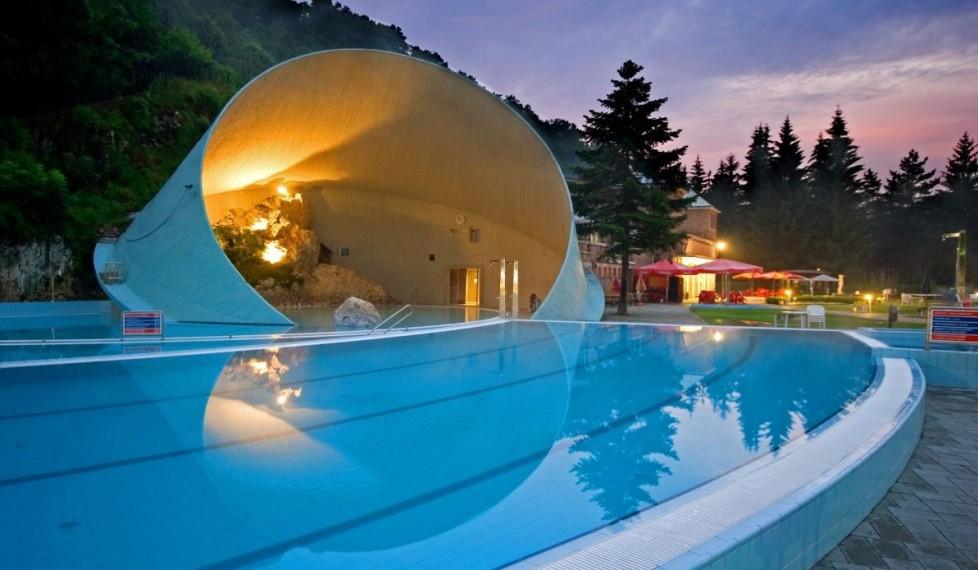 Barlangfürdő este