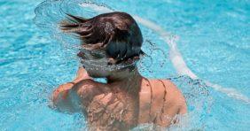 Fülgyulladás nyári fürdőzés után: így kerülje el