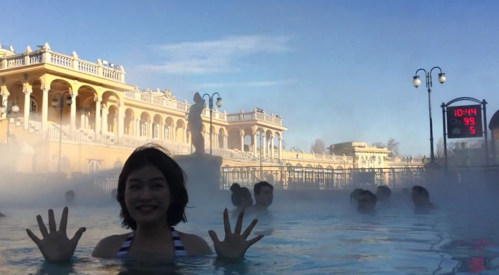 Zoe Yang Széchenyi Gyógyfürdő