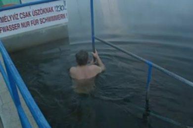 2002-es híradófelvétel a cserkeszőlői fürdőről