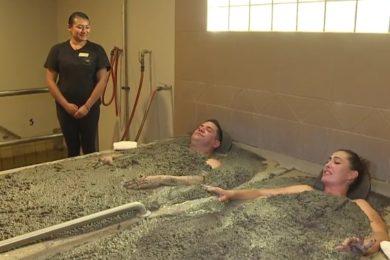 Furcsa látvány ez a fürdőkezelés, de hatékony