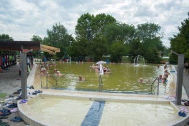 A Hajdúnánási Gyógyfürdő kapcsán a nyugodt környezetet és az áraikat dicsérik