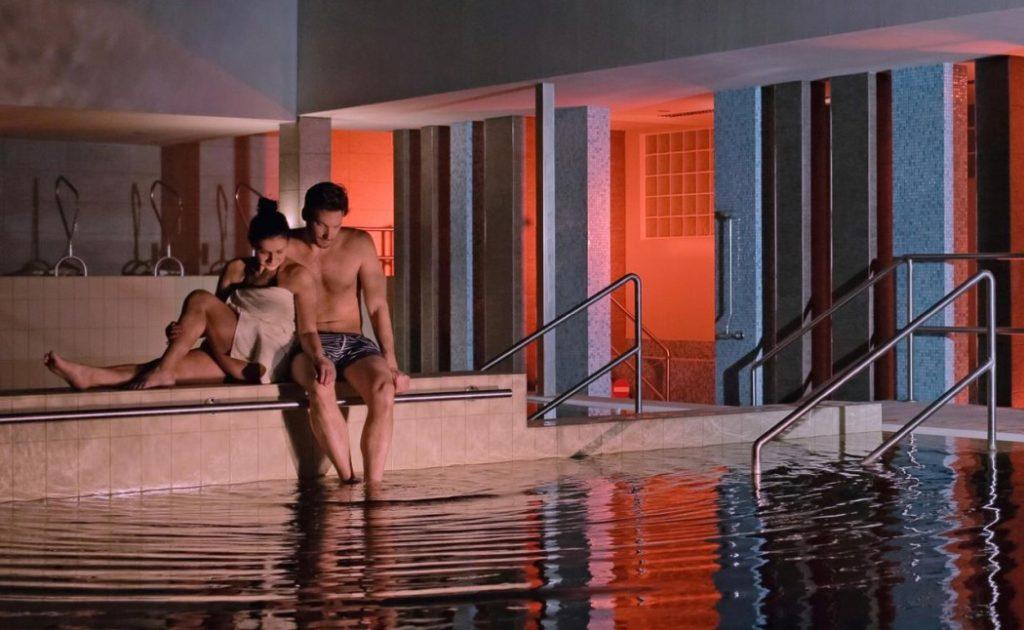 Hotel Délibáb gyógyvizes medence