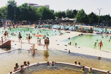Tízezrek hűsölnek az ország legnagyobb fürdőjében