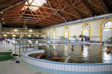 14 év alattiak miért nem mehetnek a gyógyvizes medencébe?