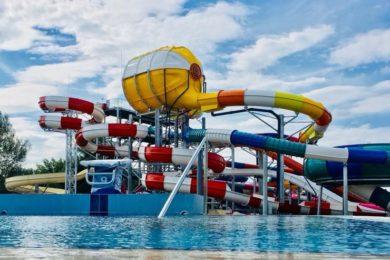 Hétfőn nyit az Aquacinema fürdő