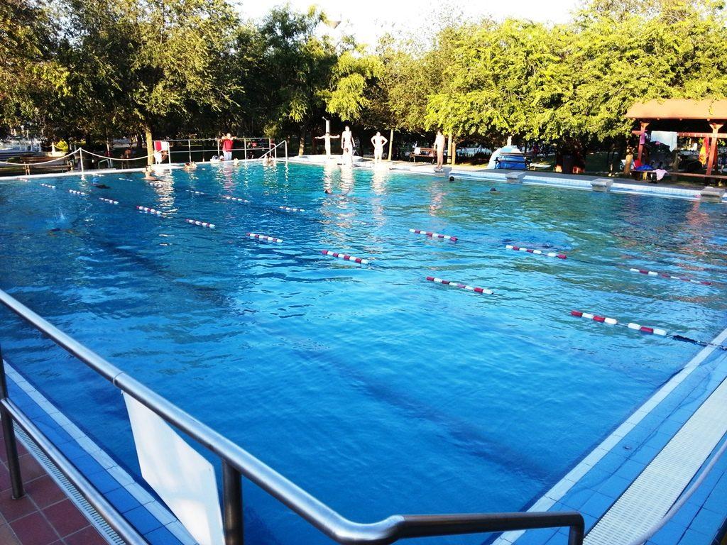 Cserkeszőlő úszómedence