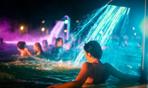 Éjszakai fürdőzés és Szauna Maraton a Tisza-parti Gyógy- és Élményfürdőben