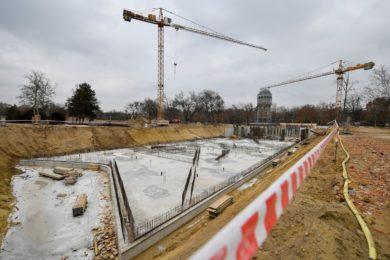 Friss fotók az új debreceni fürdő építéséről