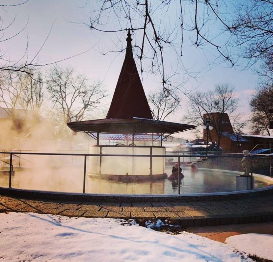 Cserkeszőlő gyógyfürdő téli medence