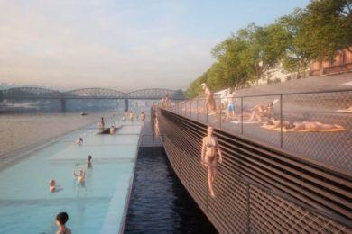 Élményfürdőzés a folyóparton: érdekes megoldás Prágából