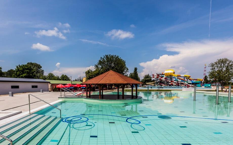 Aquacinema fürdő Kisvárda