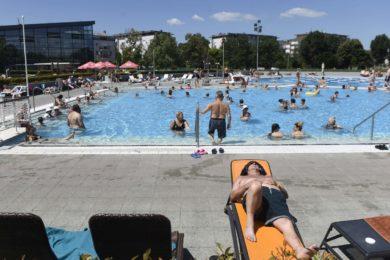 A strandolókon múlik, hogy mennyi vegyszer kell a medencébe