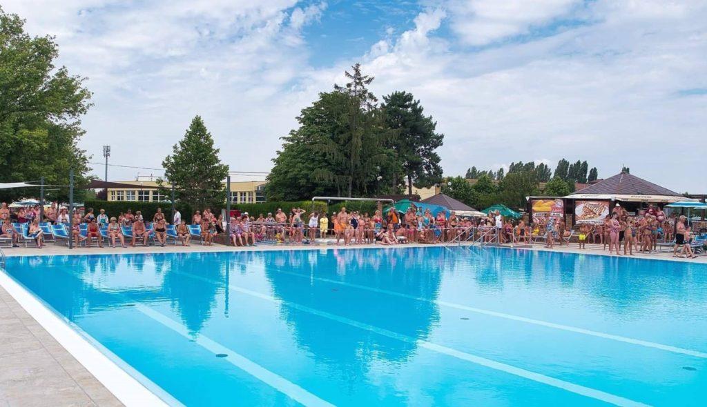 Dunaszerdahely Thermalpark fürdő úszómedence