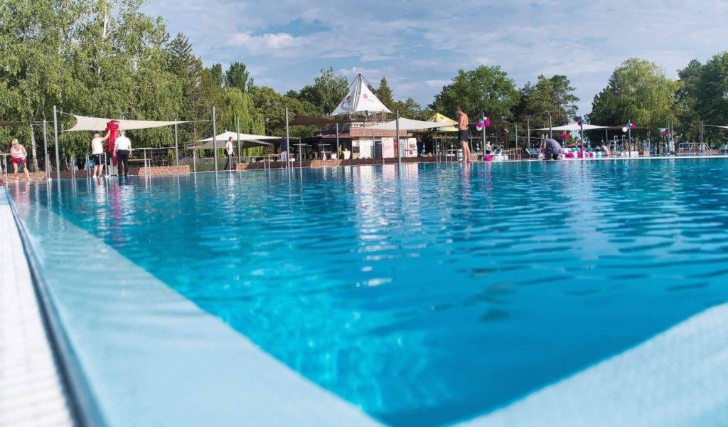 Dunaszerdahely termálfürdő úszómedence