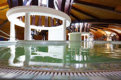 Átadták a Zalakarosi Fürdő felújított gyógycentrumát
