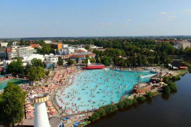 Ilyen a Hungarospa strandfürdője a főszezonban