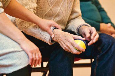 Reumatoid arthritis: közel százezer embert érint