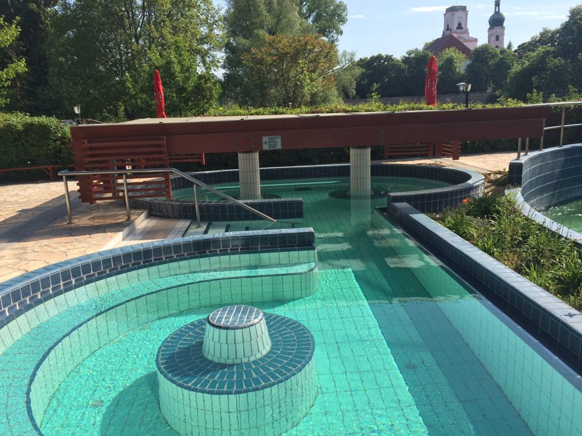 Győr fürdő kültéri termálmedence