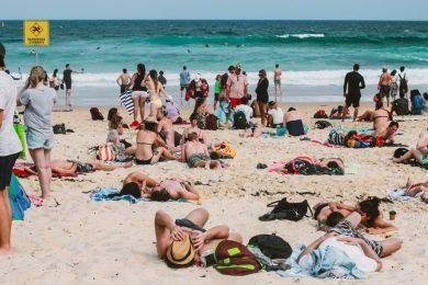 Rendőrök zavarták haza az ausztrál strandolókat