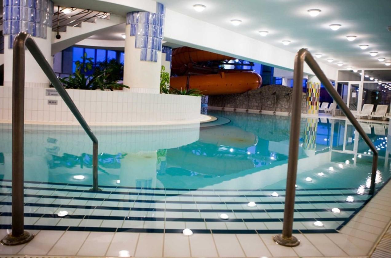 Kehida Termál fedett fürdő medence